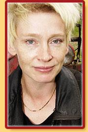 Johanna Hartikainen laati käsikirjoituksen Tahdon asia -draamasarjaan.