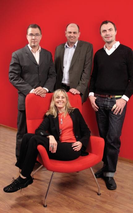 Kuvassa vasemmalla Misa Kannos, AC-Mainos; Peter Albäk, Agenda Kommunikation; Björn Mellstrand, JMW Kommunikation; istumassa Ingalill Sandal, Zignal