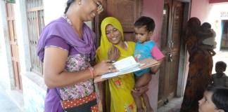health worker collecting details of aayushman Bharat