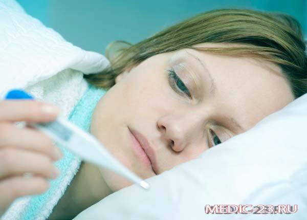 Девушка заболела и лежит в кровати