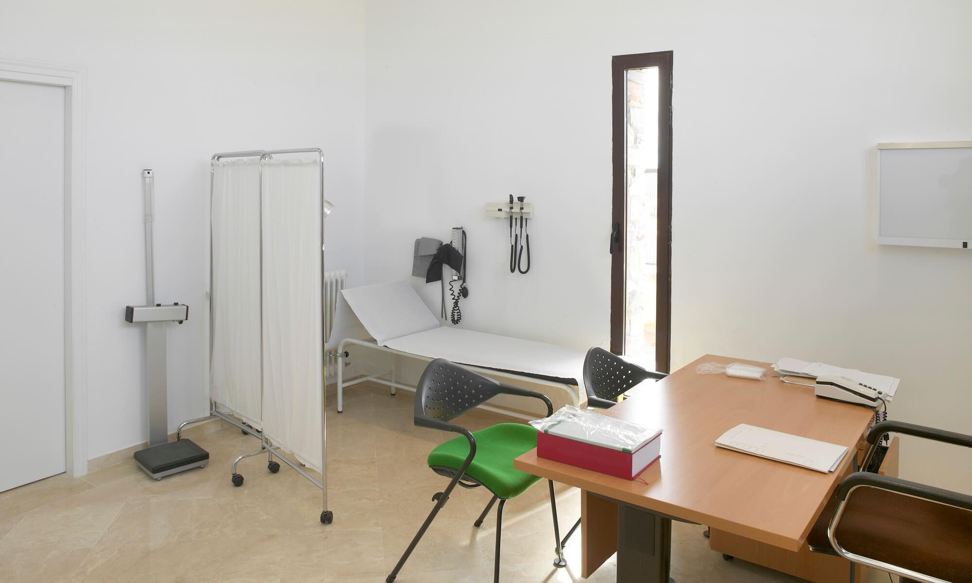 doctor office chairs high directors chair como reduzir o absenteísmo dos seus pacientes do