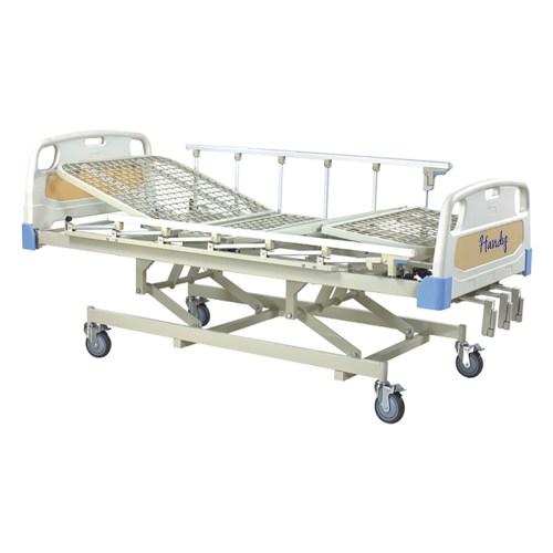 CAMA HOSPITALARIA MANUAL 3 MANIVELAS CON BASE DE REJILLA – C3031