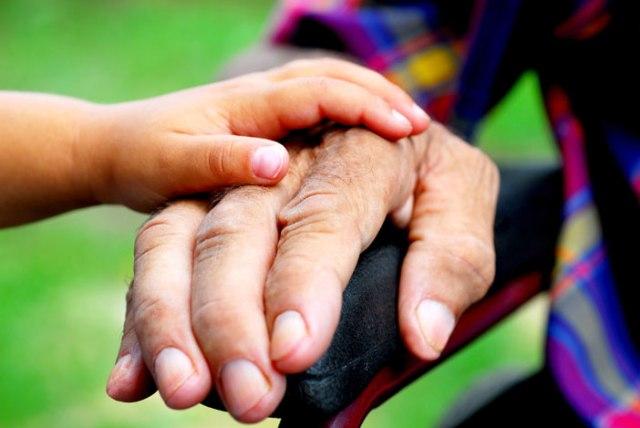 Низкий уровень образования и умственной активности при болезни Альцгеймера