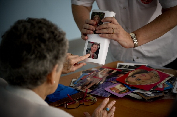 болезнь Альцгеймера, Neurology