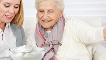 йогурт, пожилые люди, здоровье, остеопороз, плотность костной ткани