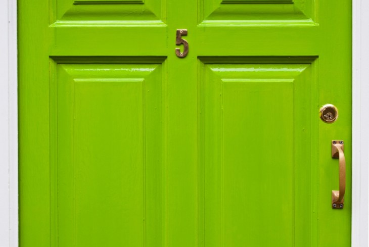 Дверь, тревога