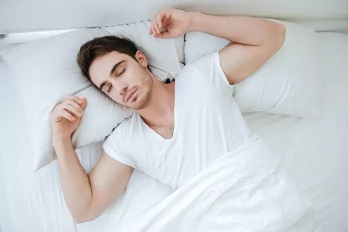 How do midday naps affect glycemic control in type 2 diabetes?