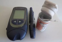 how do blood glucose monitors work