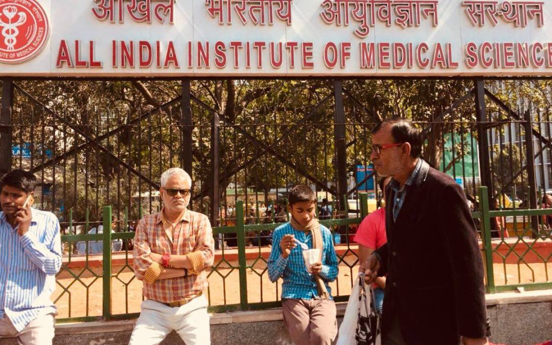 Award Winning Actor Sanjai Mishra Praises AIIMS Doctors