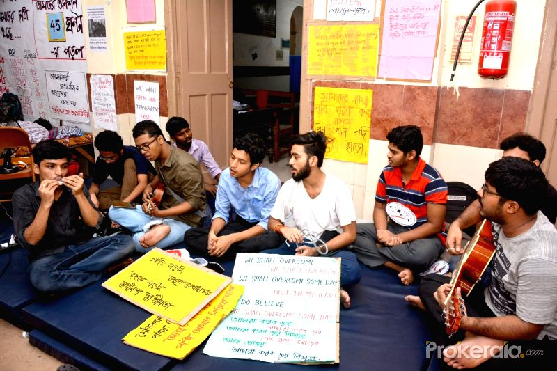 Calcutta Medical College Fast enters 8th Day; More Students Joining to take it wider.