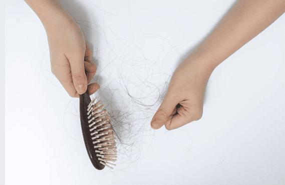 pente com queda de cabelo