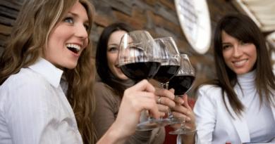olo beber una copa de vino te hace ver más atractiva