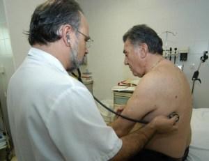 medico-auscultacion-pulmonar