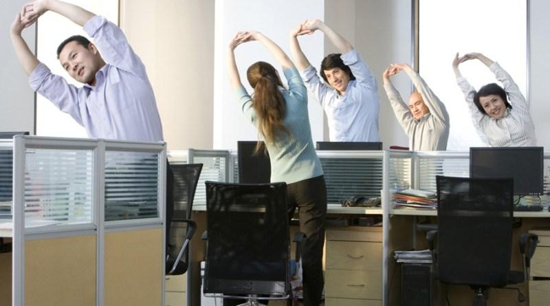 Se recomienda romper con el sedentarismo haciendo una actividad física muy corta, concretamente, de 1 minuto y 40 segundos cada media hora.