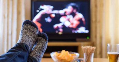 Ver la televisión por más de 5 horas al día aumenta el riesgo de cáncer de colon | Por: @linternista