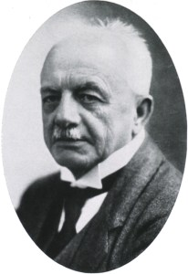 Formal photographic portrait of an older Bernhard Nocht in a suit.