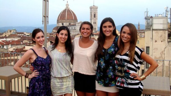 5 students with the Florence skyline behind them