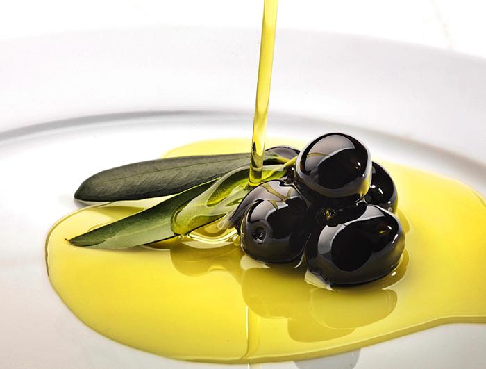 4 cucharadas de aceite virgen extra al día reducen el riesgo de cáncer de mama