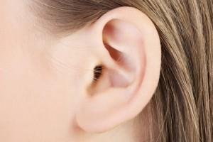 Corrección de las orejas de soplillo gracias a la cirugía estética