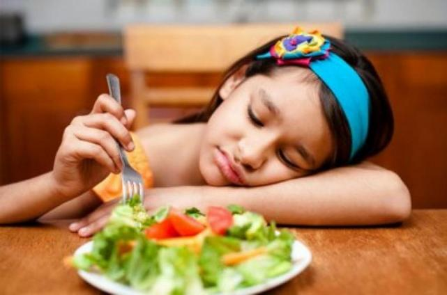 Inapetencia en los niños. Lo que deben y no deben hacer los padres a la hora de comer.