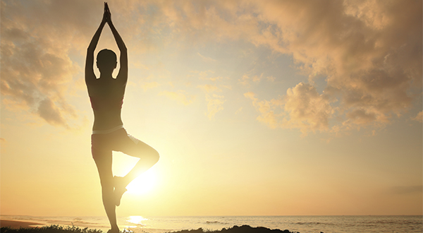 6 poses de yoga para estimular a criatividade e obter mais energia