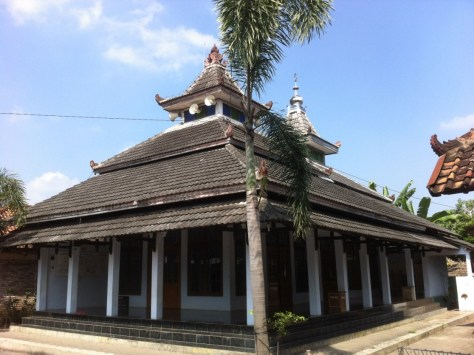 A mosque in Yogyakarta, Indonesia, fully conforming to the prevalent local cultural and environmental demands.