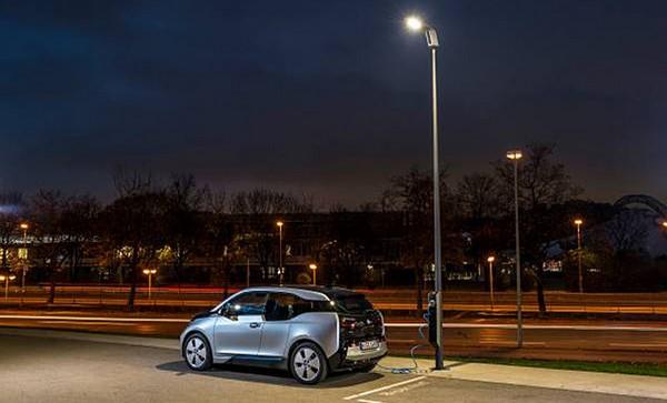 Light and Charge point. Llegan las farolas con cargadores para vehículos eléctricos
