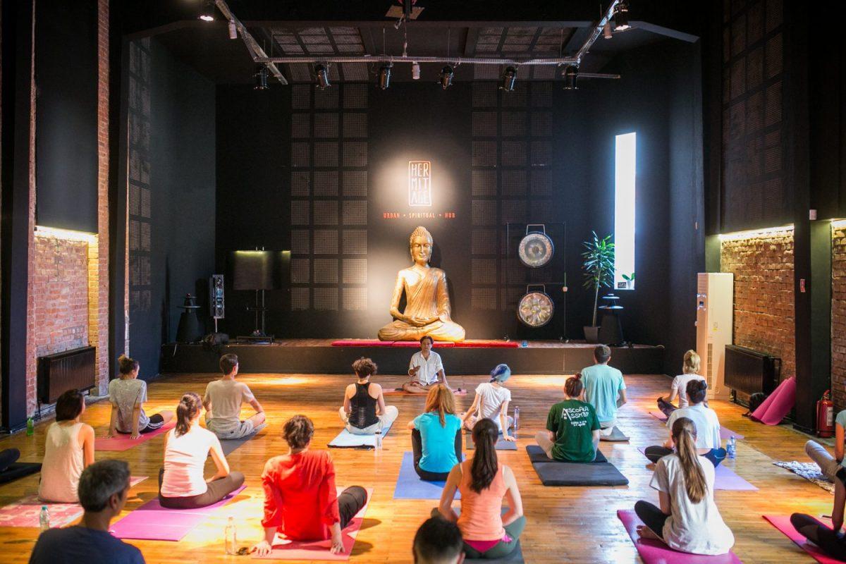 yoga pentru corporatii