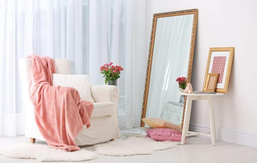glam room with white faux sheepskin
