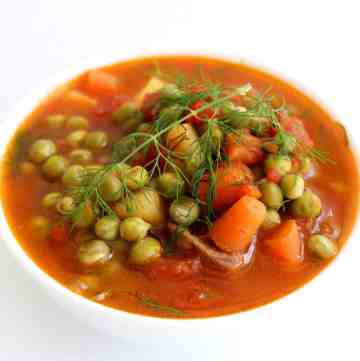 A bowl of green peas stew with dill. In Albania we call this stew Gjelle me Bizele.