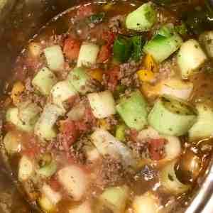 Leek in meat sauce, vegetables and seasonings
