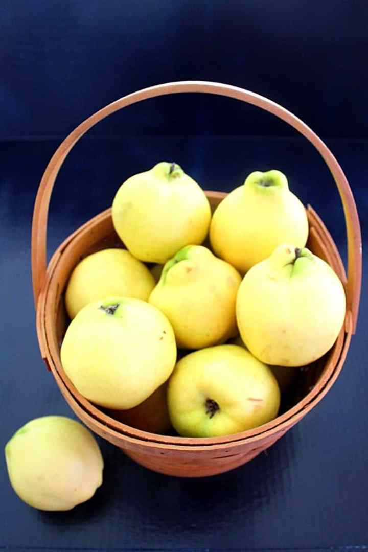 A basket of quinces (ftonj)