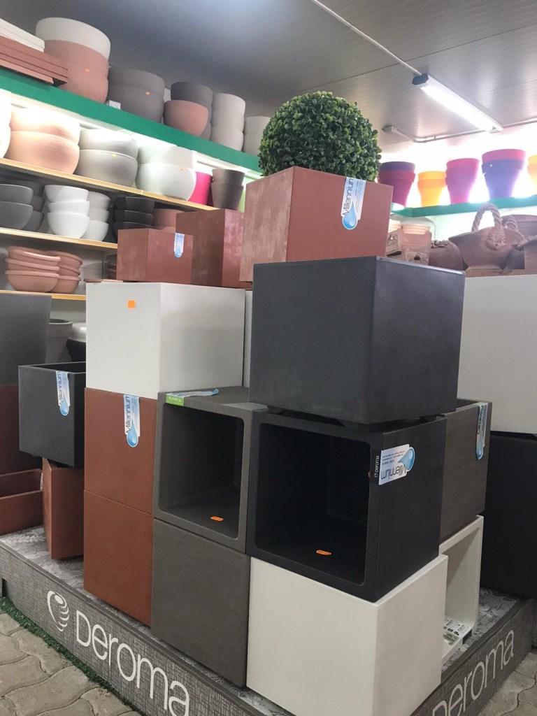 Un angolo della nostra ampia scelta in negozio dei vasi Deroma.