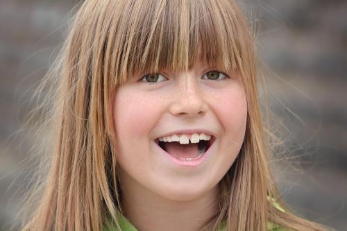 """Wann darf sich ein Zahnarzt als """"Kinderzahnarzt"""" und seine Praxis als """"Kinderzahnarztpraxis"""" bezeichnen?"""