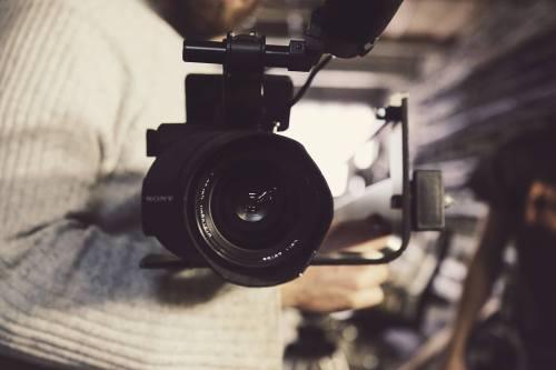 Imagevideos mit Mitarbeitern dürfen auch nach deren Ausscheiden weiter verwendet werden