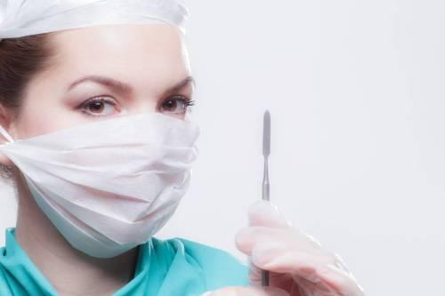 Brustamputation wie bei Angelina Jolie; rechtliche Fragen der prophylaktischen Mastektomie in Deutschland