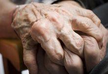 Photo of Zbog čega ljudi u času smrti žele da ih netko drži za ruku