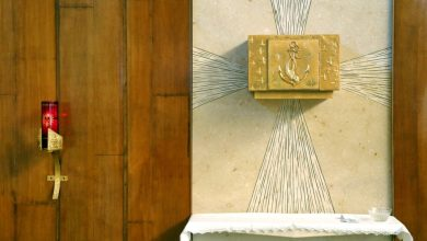 Photo of Antikatoličko nasilje: Upali u crkvu i oskvrnuli tabernakul, a posvećenu hostiju bacili na pod
