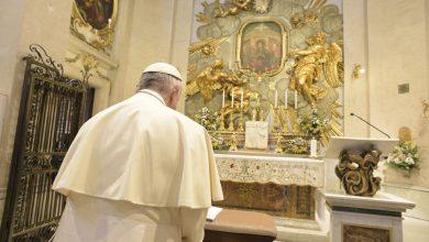 Photo of Papa Franjo: Molimo Gospu koja razvezuje čvorove da razveže ovih 5 koji guše svijet