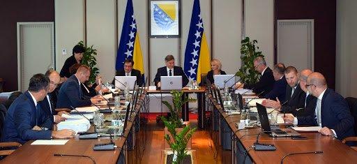 Photo of Dok mnogi hodčasnici nestrpljivo čekaju relaksiranje uvjeta za ulazak u BiH, VM raspravlja o oružju i pekmezima od drenjina.