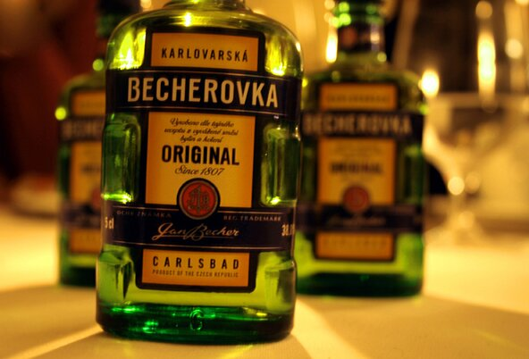 Czech distributors of methanol-tainted liquor get jail sentences and fines