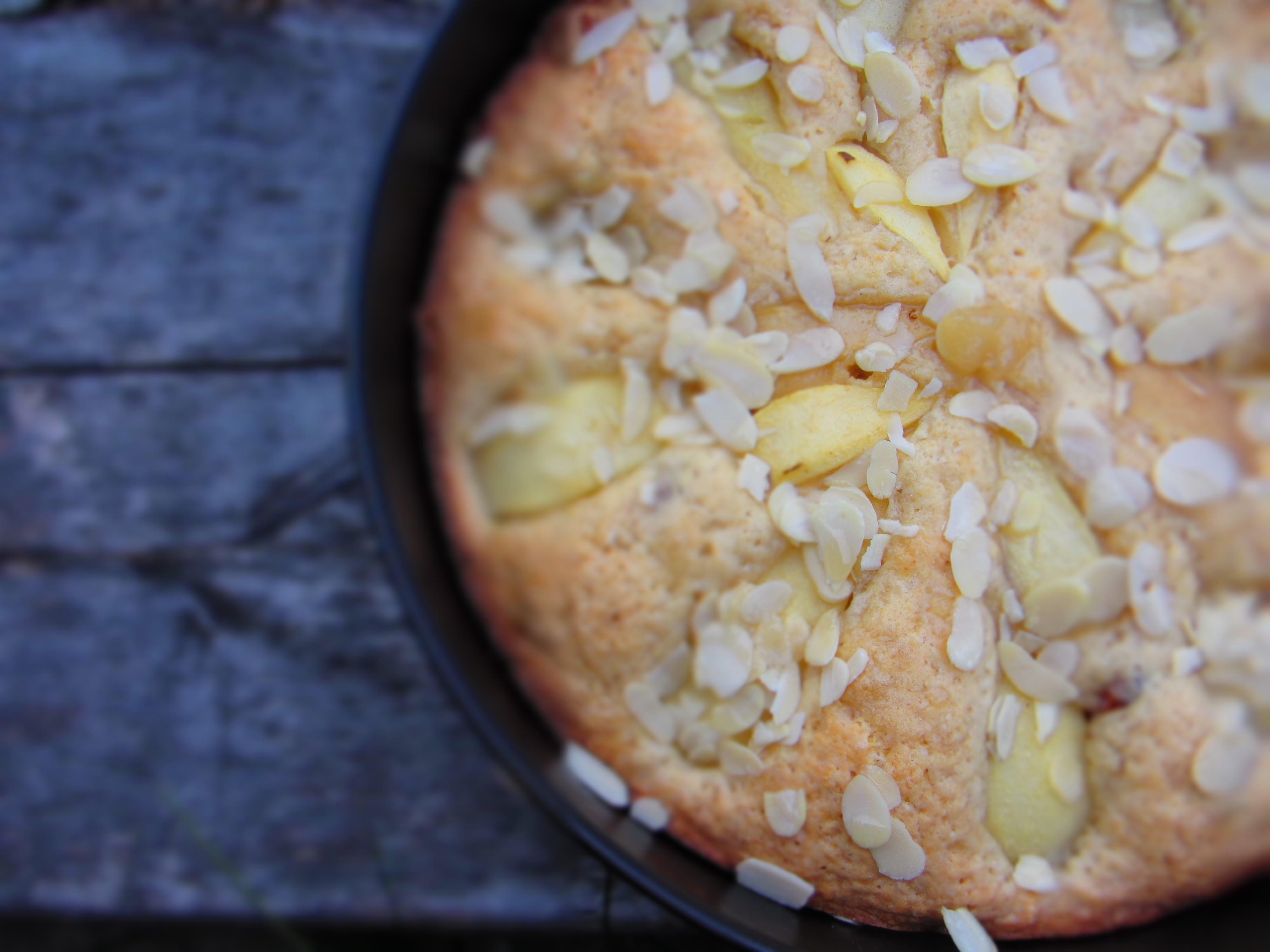Bumbieru kūka ar medu un mandelēm