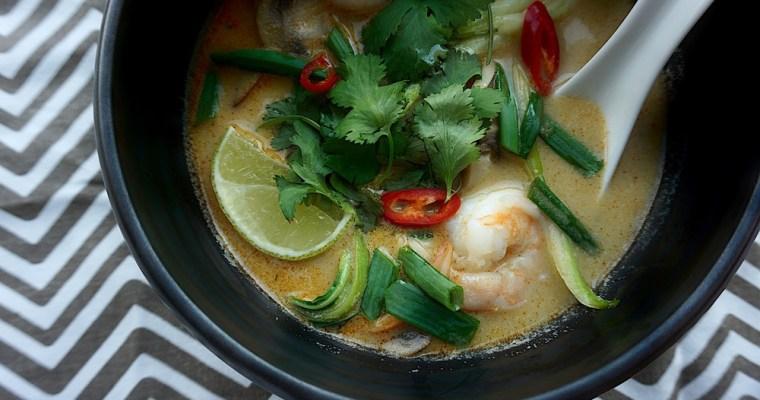 Tom yam zupa ar kokospienu