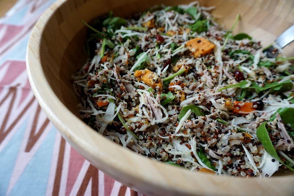 Kvinojas ķirbja kāpostu salāti ar vistu