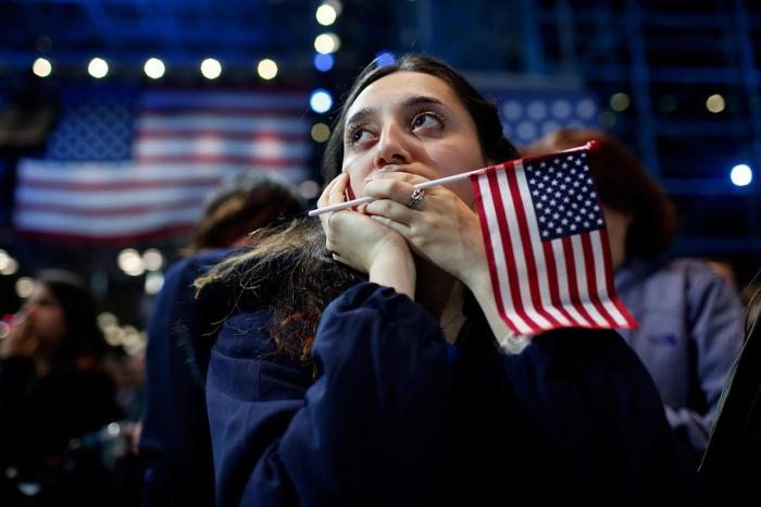 Сторонница Хиллари Клинтон следит за результатами выборов в США, 9 ноября Фото: Win McNamee / Getty Images / AFP / Scanpix / LETA
