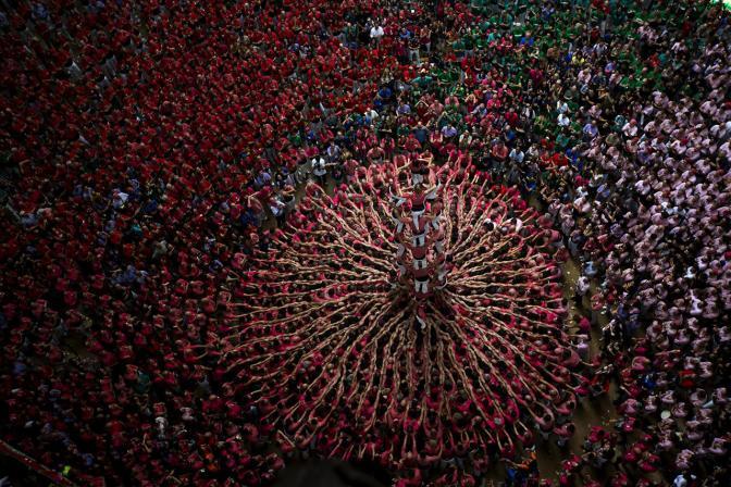 Соревнования по строительству башен из людей в Испании, 2 октября Фото: Emilio Morenatti / AP / Scanpix / LETA