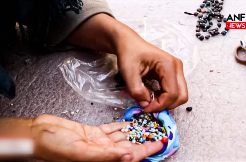 Guerrillas make bracelets using terebinth grains