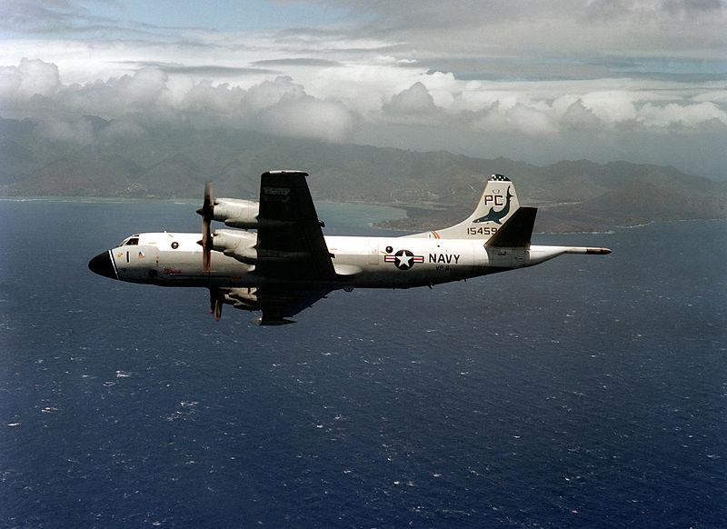 Námorné prieskumné lietadlo amerického letectva P-3B Orion neďaleko Hawaiských ostrovov
