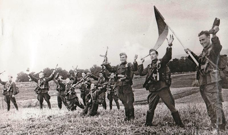 Na hranici Československa: Vojaci 1. československého armádneho zboru v ZSSR dosiahli hranicu. Foto: VOJENSKÝ HISTORICKÝ ÚSTAV