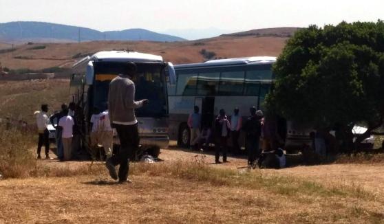 Sassari, imigranti okupujúci autobus v Palmadula